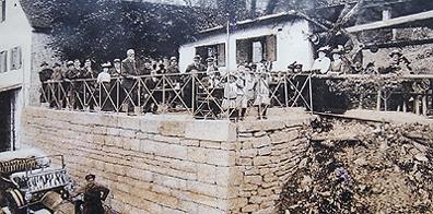 Traditioneller Biergarten seit 1850. Bild von ca. 1900